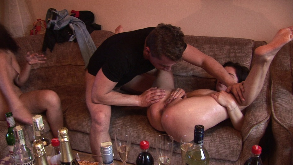 Czechhomeorgy Fucked and jizzed on mother-to-be  Siterip Multimirror CzechAV 720p h.264 Siterip