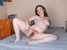 Ana Molly Ana Molly masturbates with her vibrator in bed Siterip INFO